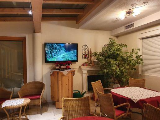 Flachbild TV und SAT-Anlage